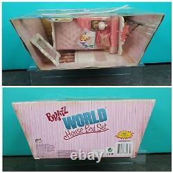 Bratz World House Bed Set HTF Playset Doll Furniture Bedroom Mirror Lamp NRFB
