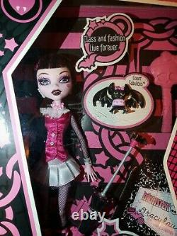 DracuLaura first wave, NIB, Monster High, retired, rare, not 1st wave rerelease