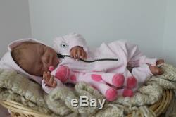 Bébé Personnalisé Réincarné C'est Une Fille Ou Un Garçon C'est Les Yeux Ouverts Ou À Proximité