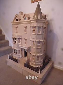 La Bentley House 1/12 Échelle Dolls House Readymade 12dhd041